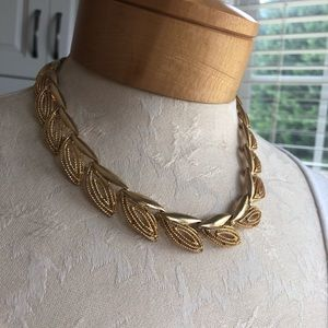 Vintage Gold Tone Leaf Style Choker Necklace